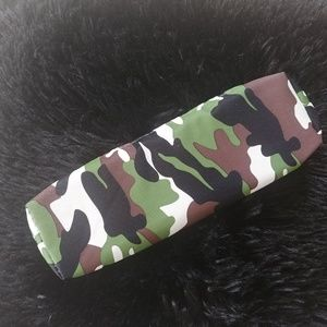 🍎[NWOT] Green camo pencil pouch